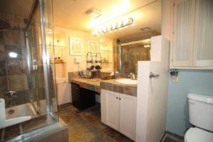La Vie en Rose Mon Ami BandB Bathroom
